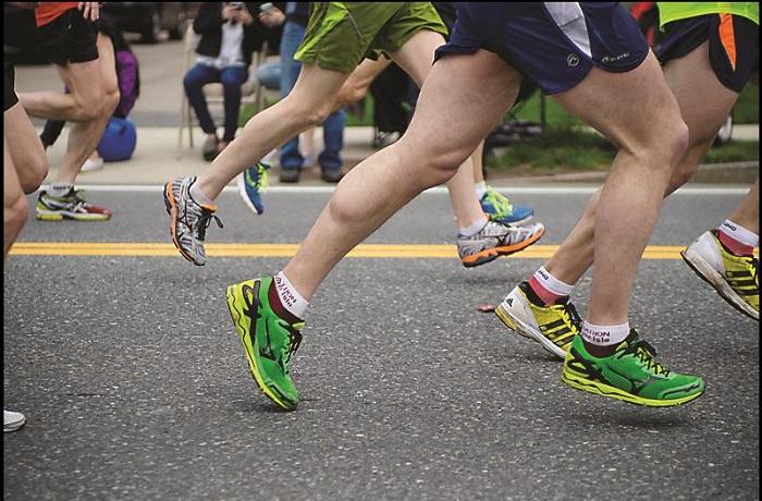 Рекордсмен Эдвард Ламли (Edward Lumley), который пробежал марафон Virgin London Marathon 22 апреля 2012 года в костюме моркови за 2 часа 59 минут 33 секунды.