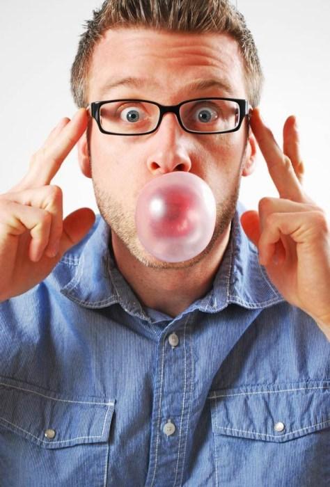 Чад Фелл надул пузырь диаметром 50,8 см, без использования рук, 24 апреля 2004 года.