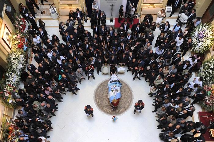 Заядлая китайская геймерша(ник Snowly) в октябре 2005 года, в течение трёх дней без перерыва играла в массовую  ролевую онлайн-игру «World of Warcraft» и умерла от переутомления. Её виртуальные похороны посетило более 100 геймеров.
