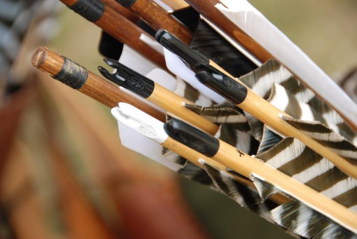 Самый дальний выстрел из лука с помощью ног - 6 м 9 см, был сделан 29-летней Нэнси Зифкер 20 июня 2013 года.