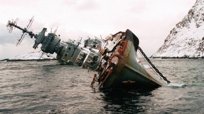 После шторма 1994 года так и остался в Норвежском море.
