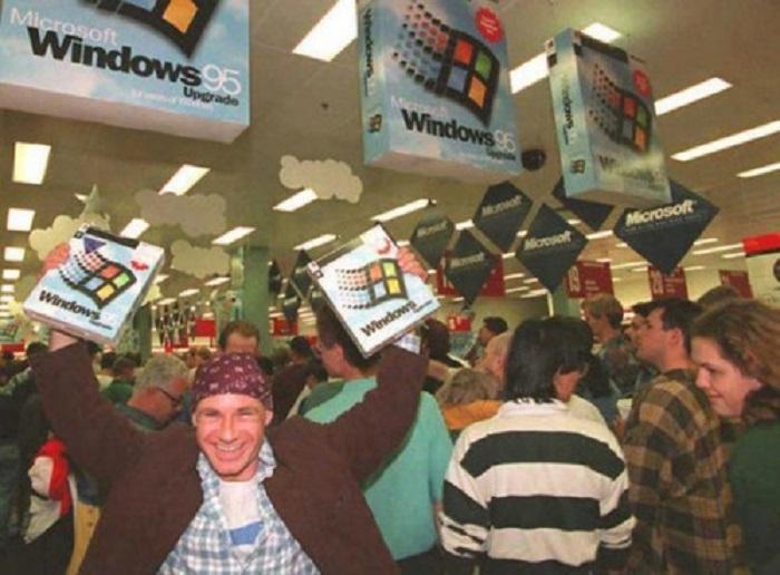 Выпуск одной из самых удачных операционных систем от Microsoft - Windows 95.
