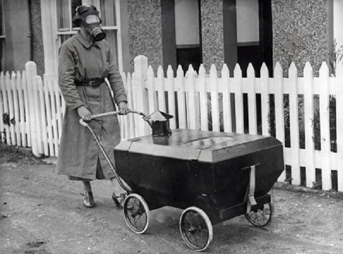 Отработанный воздух регулярно выдавливается наружу, а внутрь через фильтр поступает свежий воздух с улицы, 1938 год.