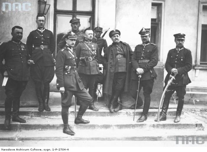 Фото на ступенях дворца Бельведер.
