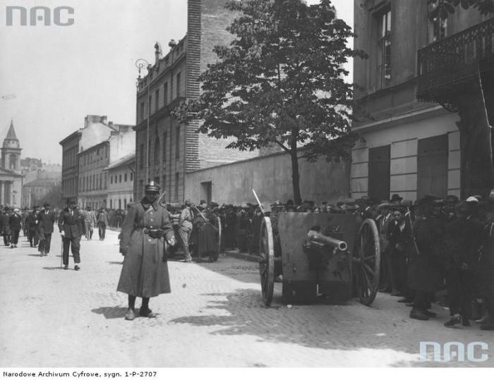 Позиция артиллерии на Мокотовской улице.