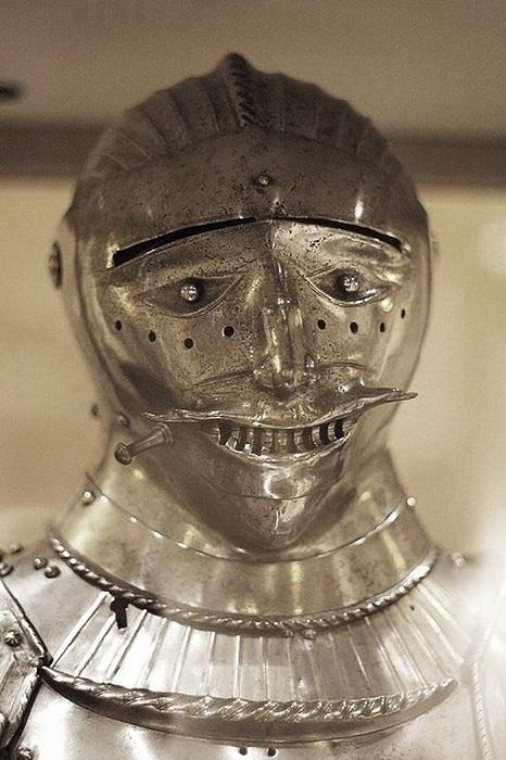 Шлем средневекового рыцаря ручной работы.