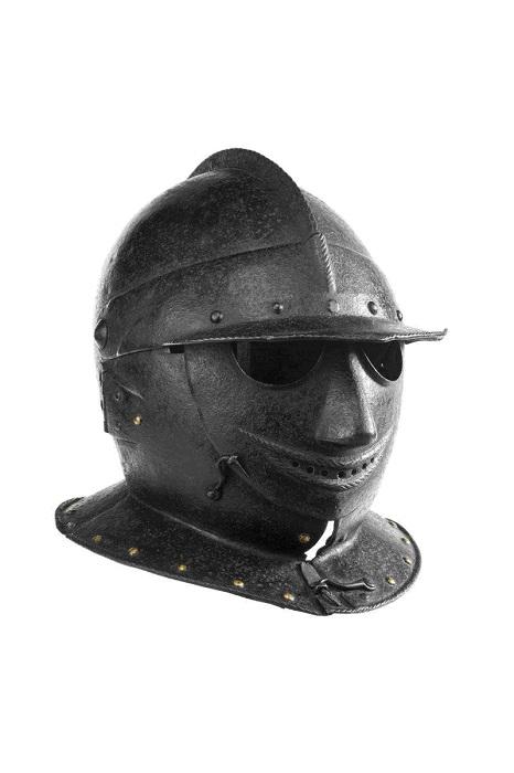 Боевой шлем, найденный в Северной Италии.