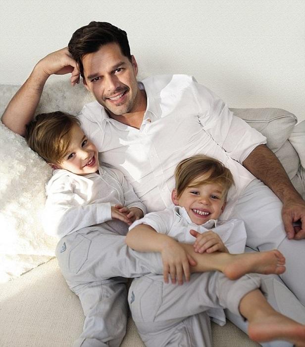У звездных близнецов совершенно разные характеры, Валентино- растет романтичным мальчиком, а Маттео- прирожденный лидер. /Фото:klstyle.ru