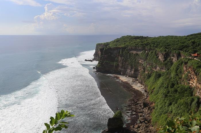 Тиртха Улувату является одной из самых знаменитых достопримечательностей города Бали.