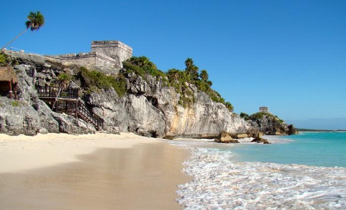 Доколумбовый город цивилизации майя, руины которого расположены на 12-метровых утёсах.