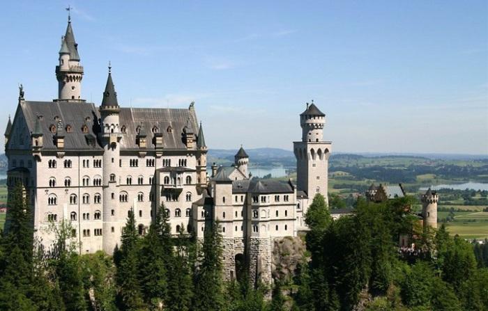 Одини из самых известных замков на Земле.