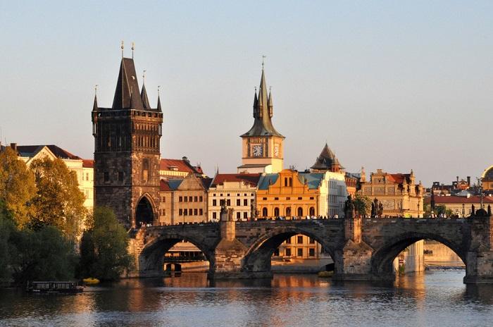 Первый мост, построенный в Праге, уникальное архитектурное сооружение.