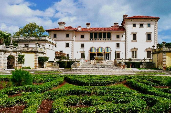 Музей и красивейший сад, вилла богатейшего испанского конкистадора в Майами.