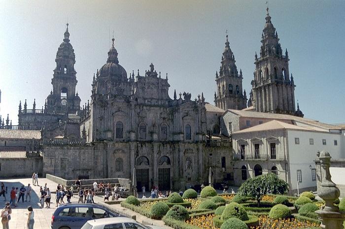 Популярный паломнический центр Испании, здесь можно найти все виды сувениров для пеших паломников и странников.