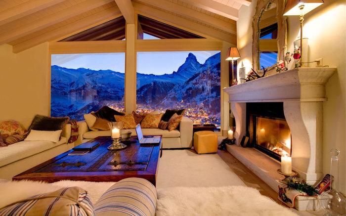 Вид на Альпы с номера отеля.