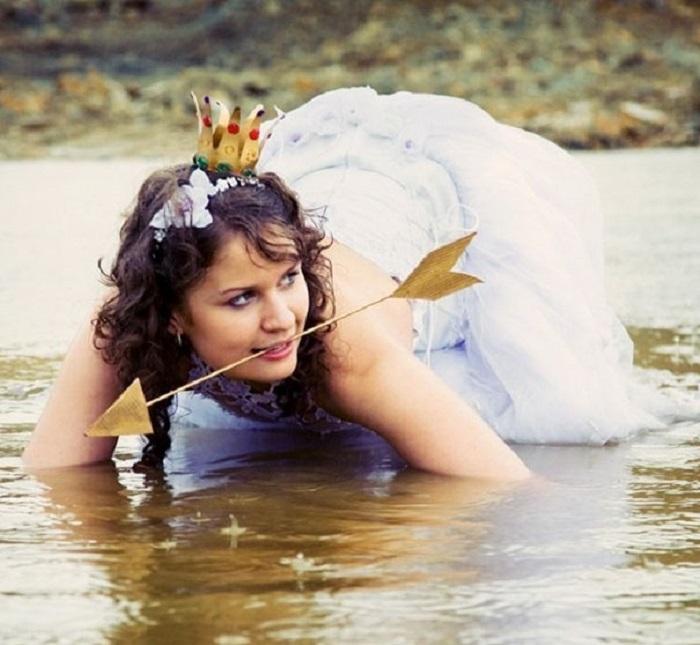Для свадебного косплея на Царевну-лягушку и роскошного белого платья не жалко.