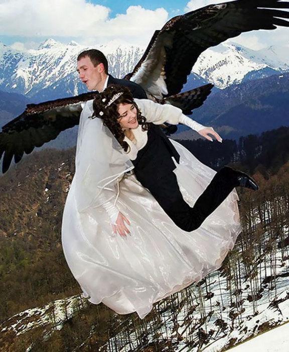 Выбирая свадебного фотографа всегда лучше заранее ознакомиться с его прошлыми работами… на всякий случай.
