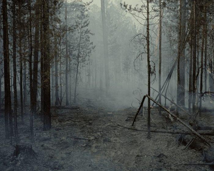 Без опытного проводника, который знает дорогу, фотографу бы не удалось отыскать деревню.