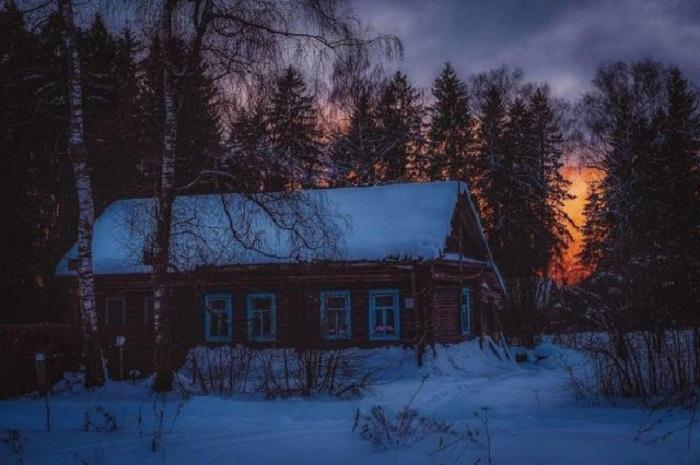 Последний солнечный свет короткого зимнего дня.