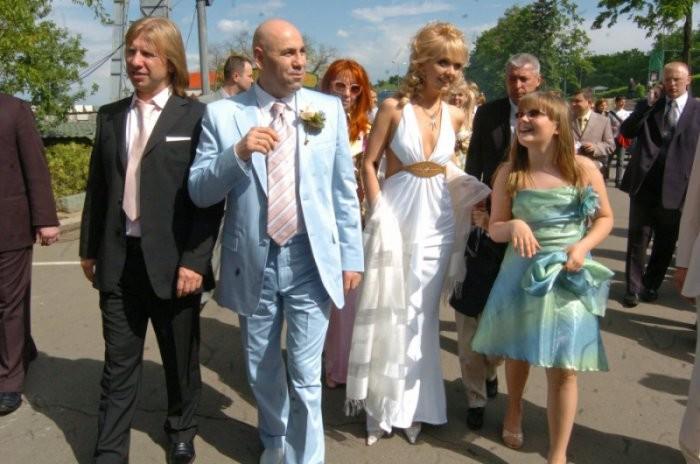 Известная российская певица и не менее именитый продюсер пышно отметили торжество в присутствии более 200 гостей.