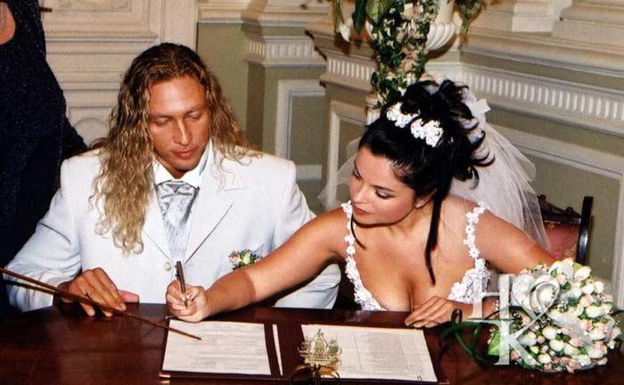 У невесты было несколько свадебных платьев, а вот жених накануне важного события оказался вообще без костюма.