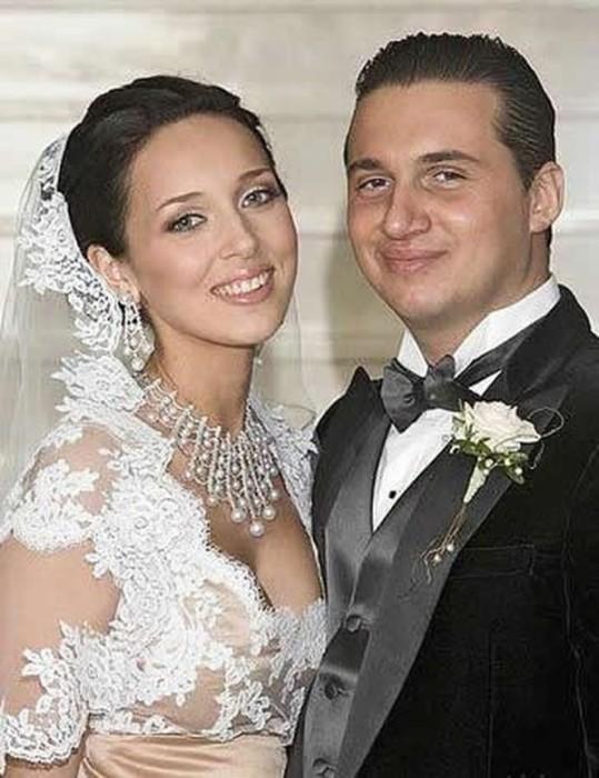 Певица Алсу вышла замуж за успешного бизнесмена в возрасте 22-х лет.