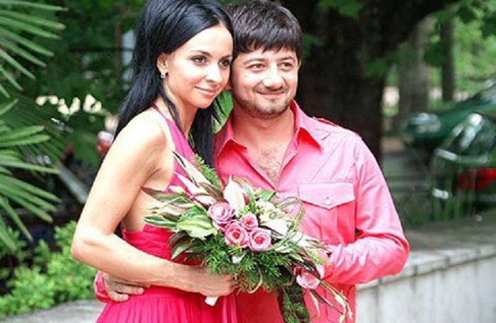 Свадьба в день рождения - такой романтичный подарок преподнес Михаил своей возлюбленной на ее 21-летие.