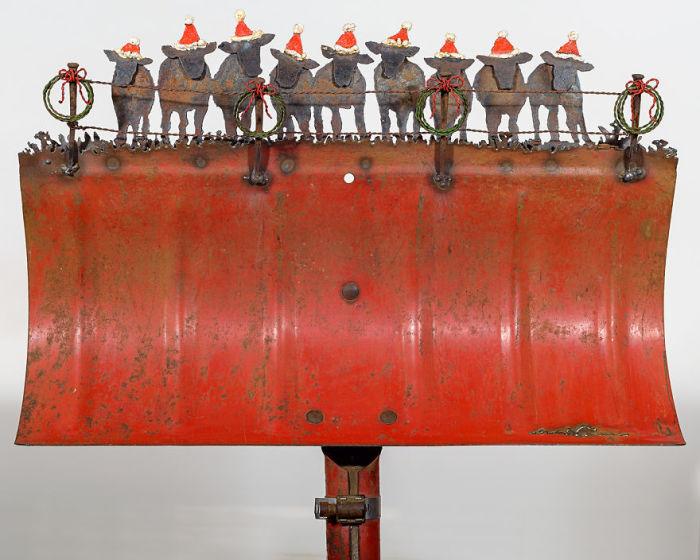 Невероятным образом американской художнице удается подарить вторую жизнь старым и ржавым рабочим инструментам.