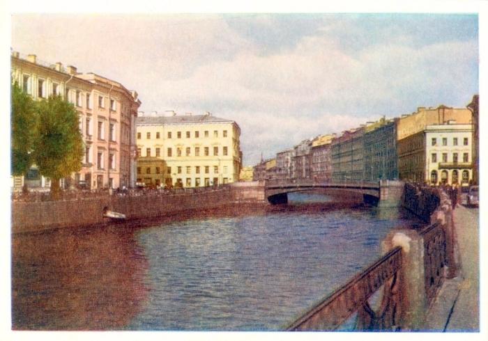 Река  берет свое начало от Фонтанки и течет до самой Невы, являясь  протоком невской дельты.