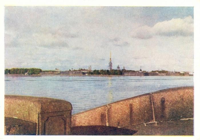 Значимость Петропавловской крепости заключается в том, что Петербург стал развиваться именно с этого места.