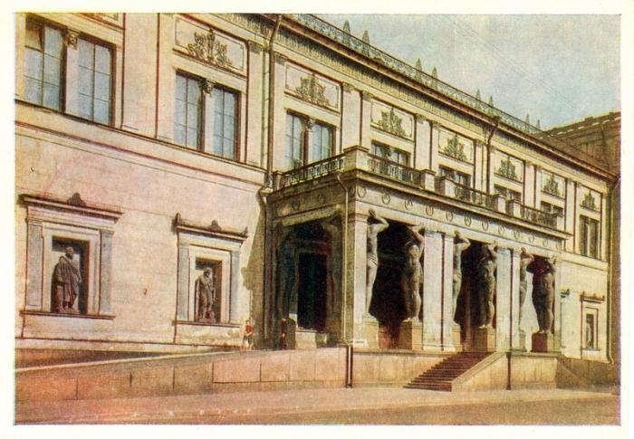 Один из самых крупных музеев России, основан в 1764 году по приказу Екатерины Великой.