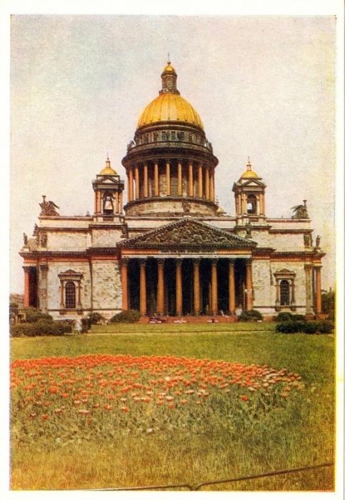 История крупнейшего православного храма города началась в 1710 году с постройки  деревянной церкви в честь Исаакия Далматского.