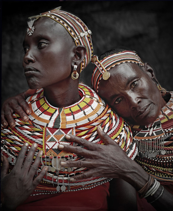 До появления одежды, самбуру носили шкуры животных.