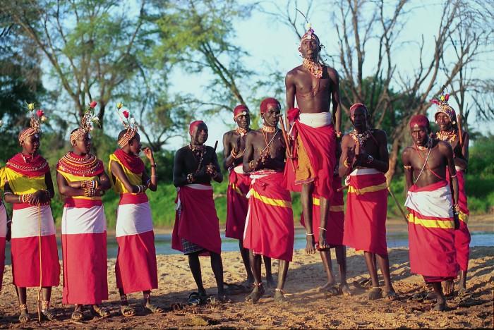 Самбуру любят петь и танцевать, но традиционно не используют никаких инструментов, даже барабаны.