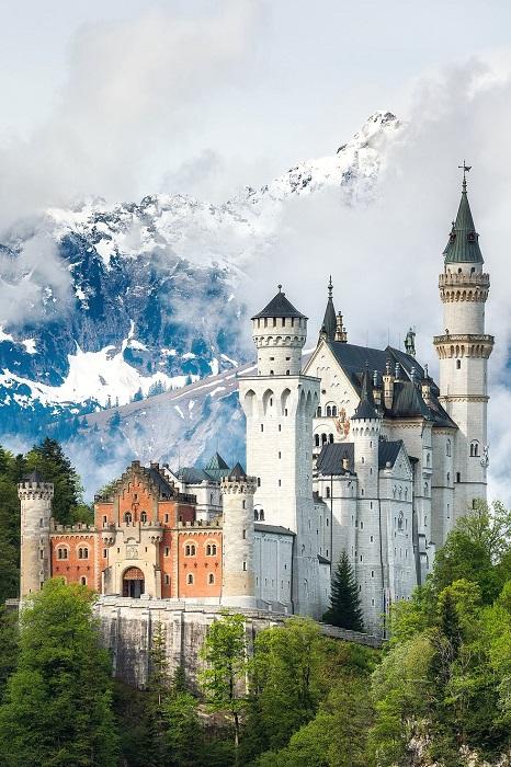 Замок спящей красавицы на юге Германии.