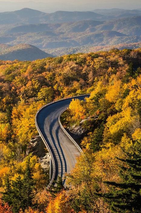 Одна из самых красивых дорог в США, ее длина составляет около 750 км.