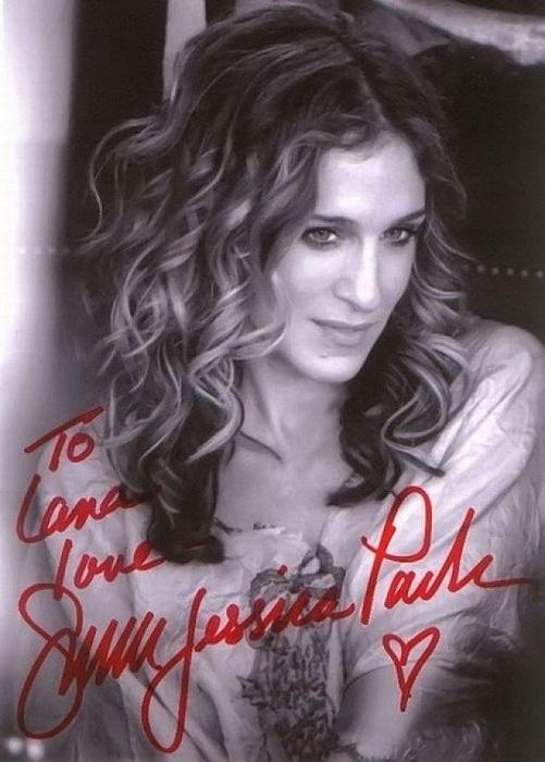 Длинный автограф популярной американской актрисы и продюсера характеризует ее как человека ответственного и основательного.