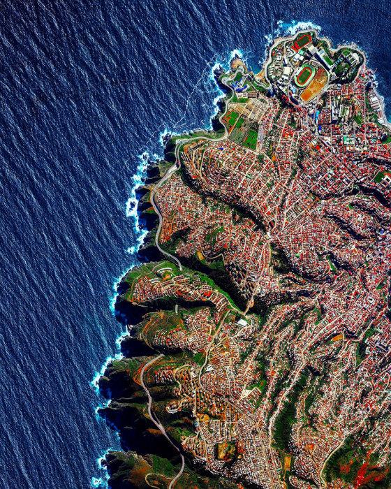 Порт и самый большой курорт Чили, построенный на крутых склонах побережья Тихого океана.