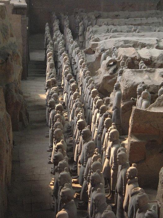 Сегодня работы по раскопкам гигантского погребального комплекса остановлены из-за низкого уровня современных технологий, а доступ к мавзолею закрыт.