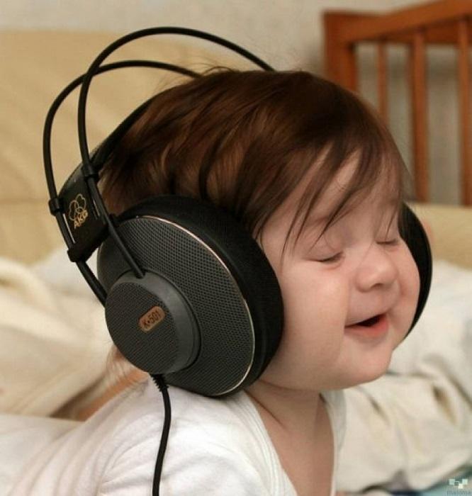 Радостный и счастливый малыш. | Фото: bibo.kz