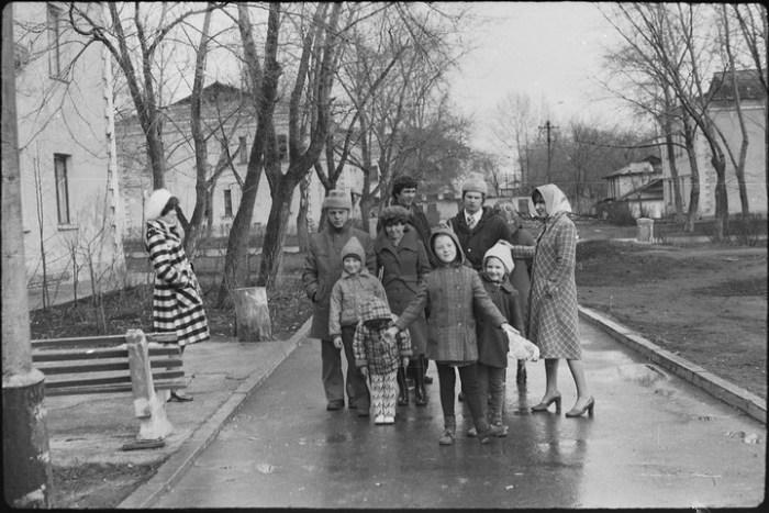 Дружеские гуляния семьями были обычным делом.