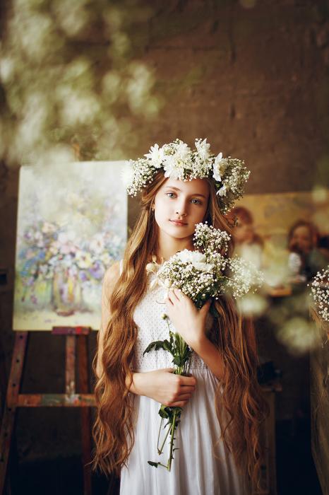 Нежный образ девочки-красавицы в белом платье и венке. Автор фотографии:Гуля Маркелова.