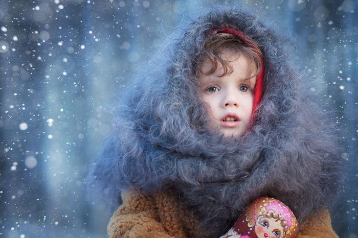 Малышка с матрешкой как будто вышла из сказки. Автор фотографии:Ольга Усачева.