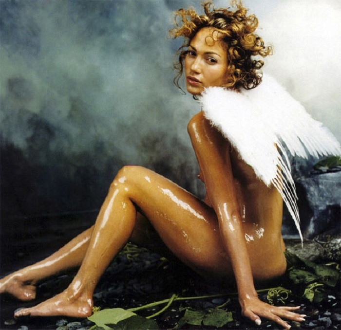 Американская актриса, певица, танцовщица, модельер, продюсер и бизнес-вумен в роли милого ангела.