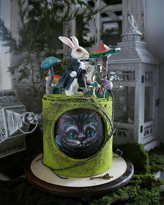 Сказочный кролик и чеширский кот в одном творении.