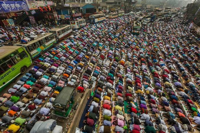 Съезд мусульман «Бишва Иджтима» в Дакке, Бангладеш. Автор фотографии: Мухаммад Мостафигур Рахман (Muhammad Mostafigur Rahman).