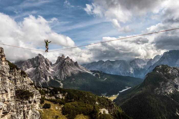 Слэклайн фестиваль в Доломитовых Альпах, Италия. Автор фотографии: Джеймс Рашфорс (James Rushforth).