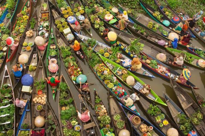 Водный транспорт играет важную роль в жизни Южного Борнео. Автор фотографии: Антониус Андре Тью (Antonius Andre Tjiu).