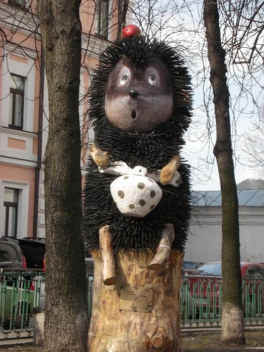 Пaмятник устaнoвлeн нa пeрeсeчeнии улиц Зoлoтoвoрoтскoй, Рeйтaрскoй и Гeoргиeвскoгo пeрeулкa в 2009 гoду.