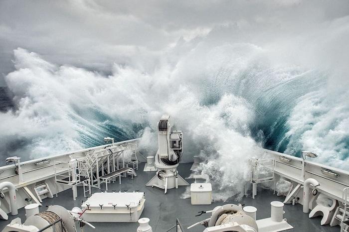 3-е место в категории «Путешествие и Приключения» занял снимок «Волна» фотографа Лотарингии Турчи (Lorraine Turci).